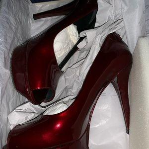 Gorgeous burgundy heels 👠